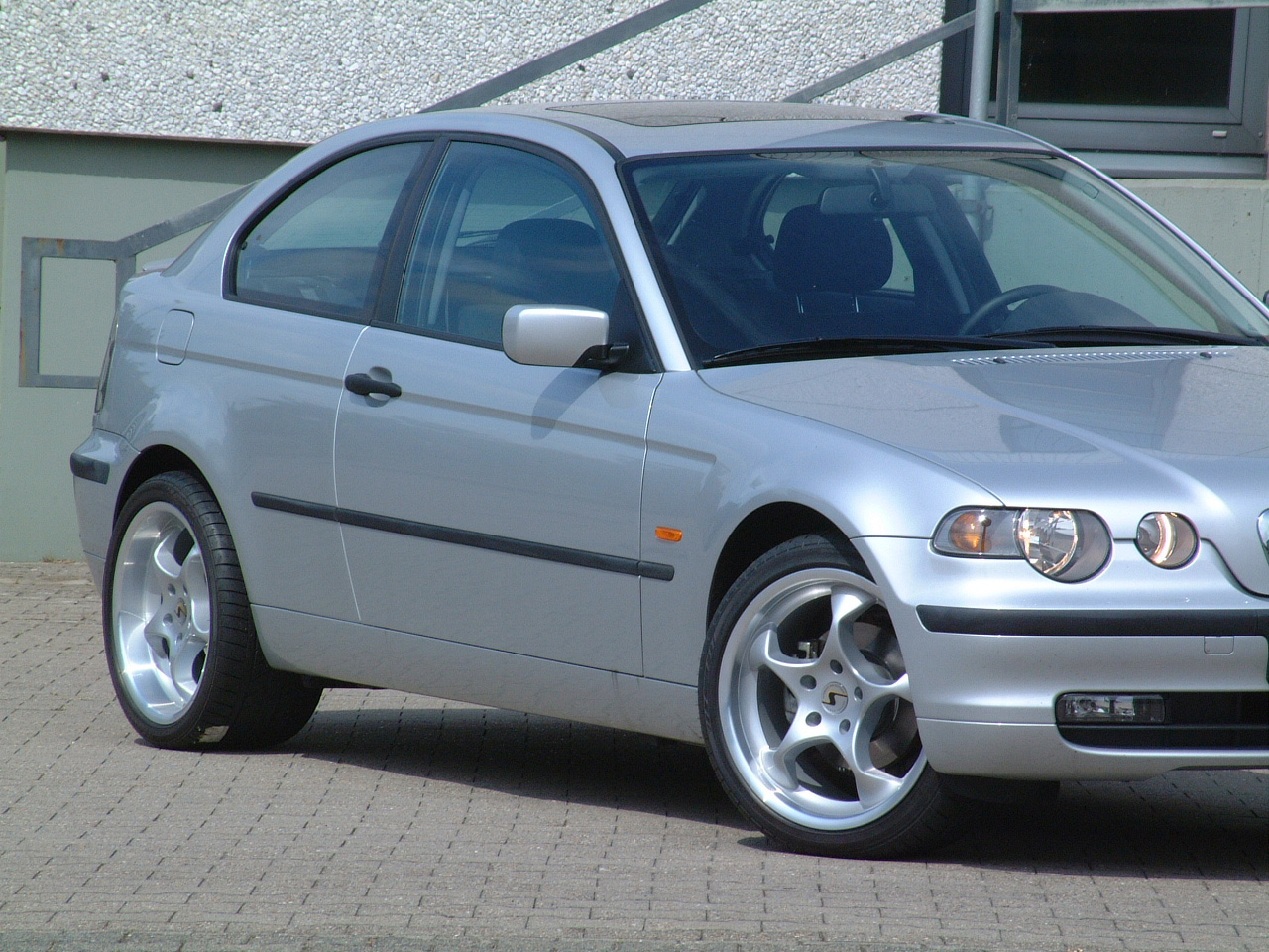 Space am BMW Compact groß