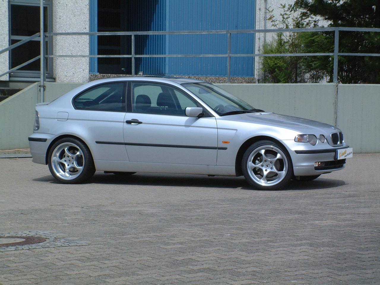 Space am BMW Compact seitlich