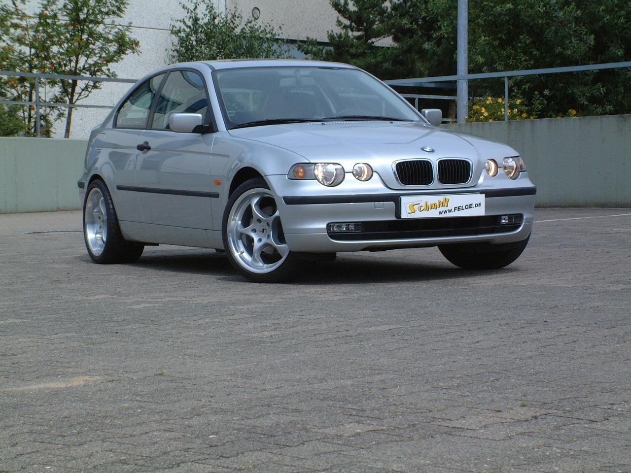 Space am BMW Compact vorn